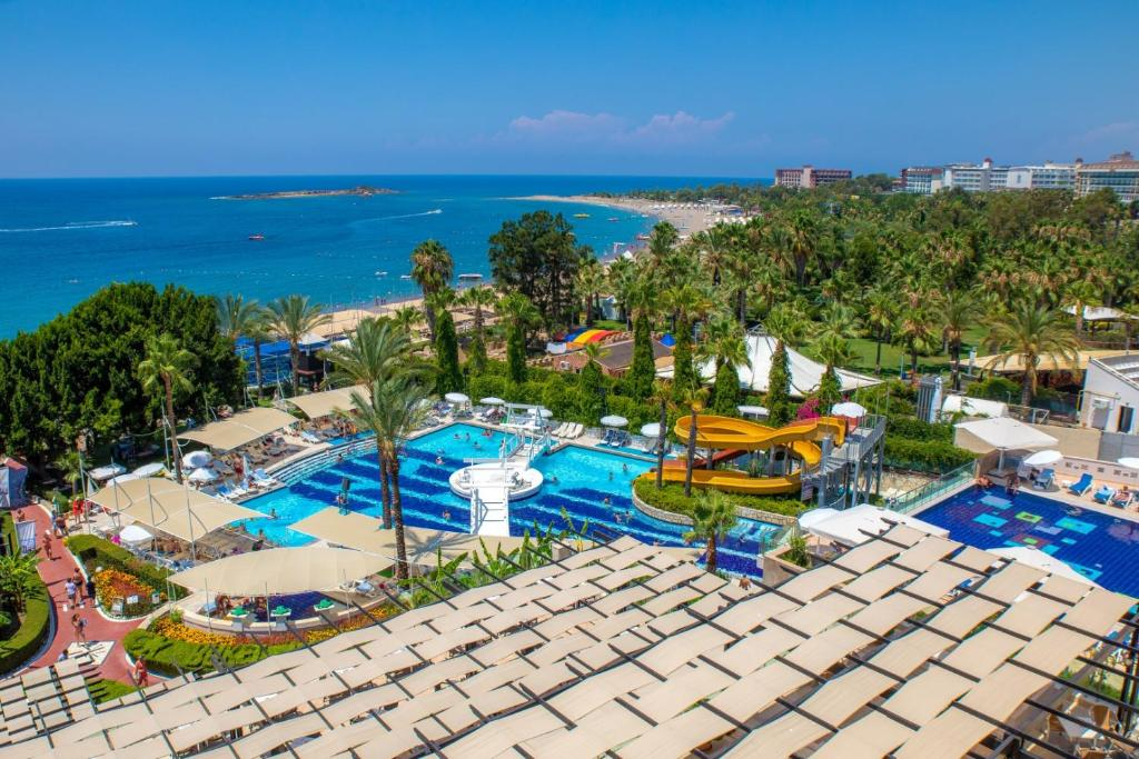 Вид на бассейн в Sealife Buket Resort & Beach Hotel или окрестностях