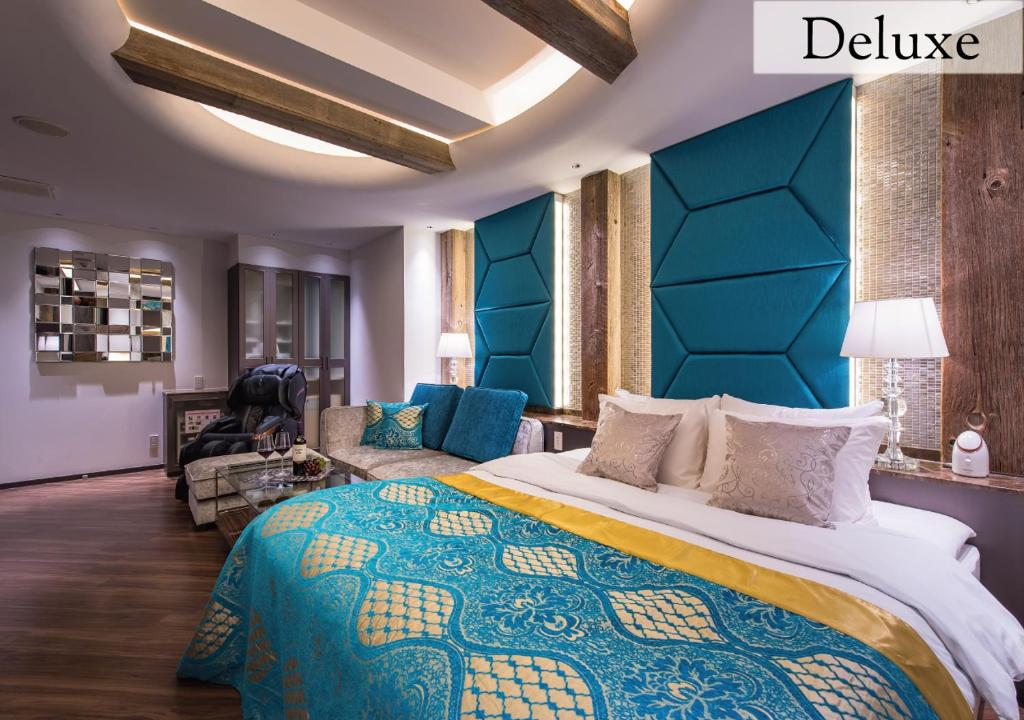 A bed or beds in a room at Hotel New York (Adult Only)
