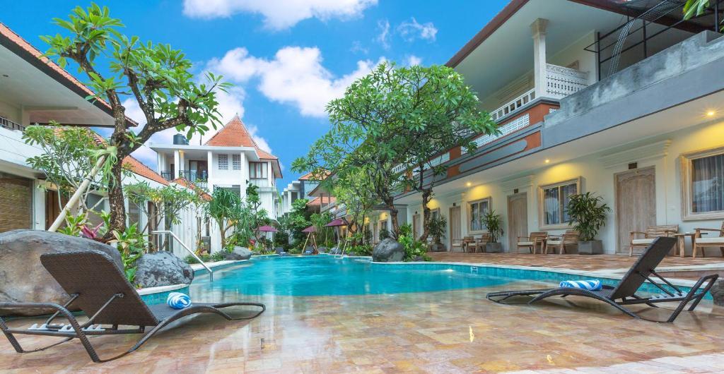 The swimming pool at or close to Baleka Resort & Spa