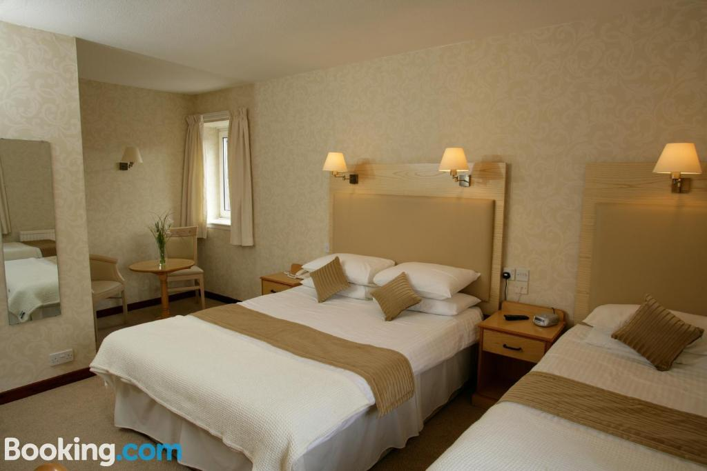 A bed or beds in a room at New County Hotel