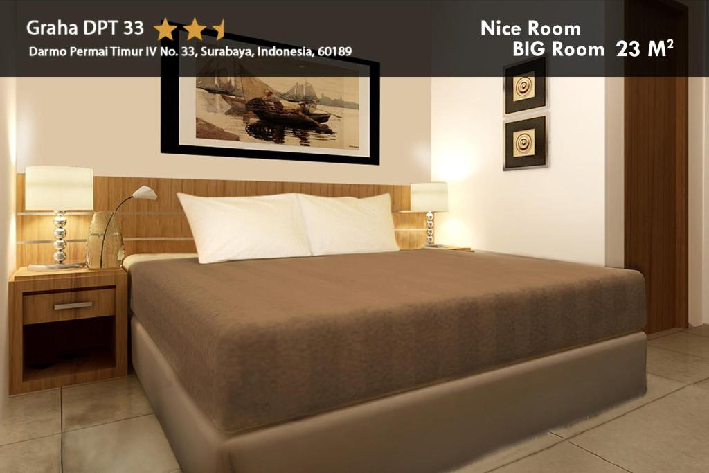 A bed or beds in a room at Hotel Graha DPT 33