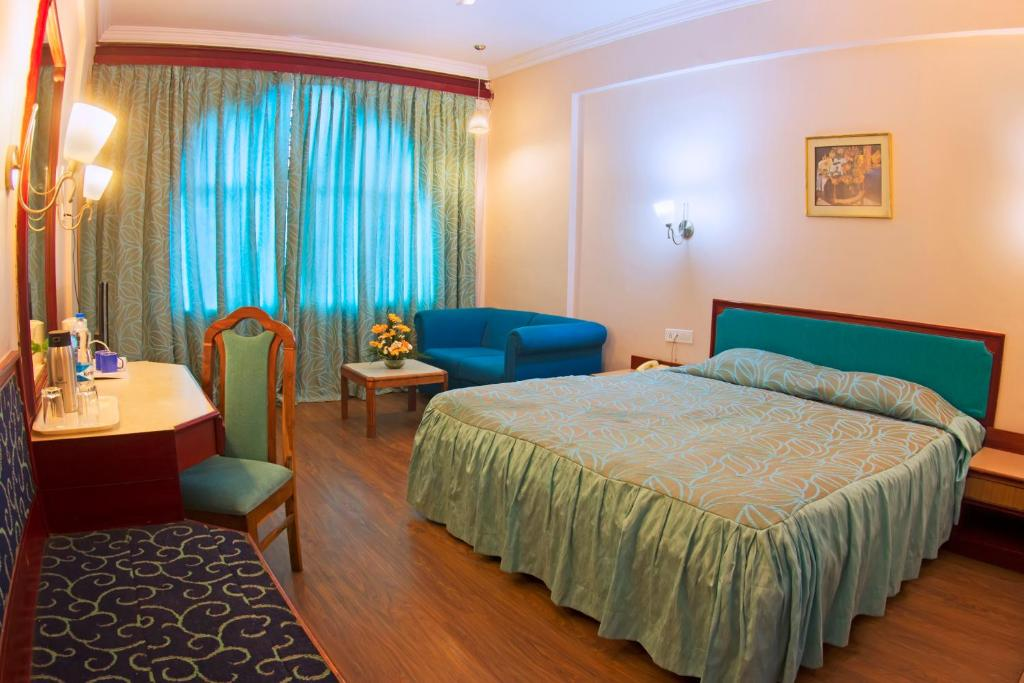 A bed or beds in a room at Hotel Kings kourt