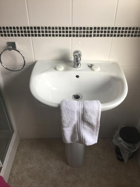 A bathroom at Glengarth house