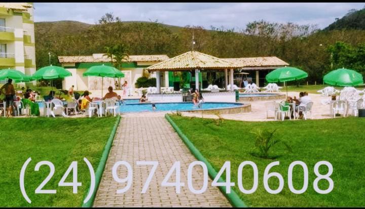 A piscina localizada em Aldeia das Águas Barrakana flats ou nos arredores