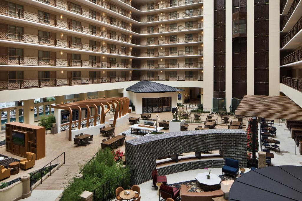 A restaurant or other place to eat at Embassy Suites San Francisco Airport - South San Francisco
