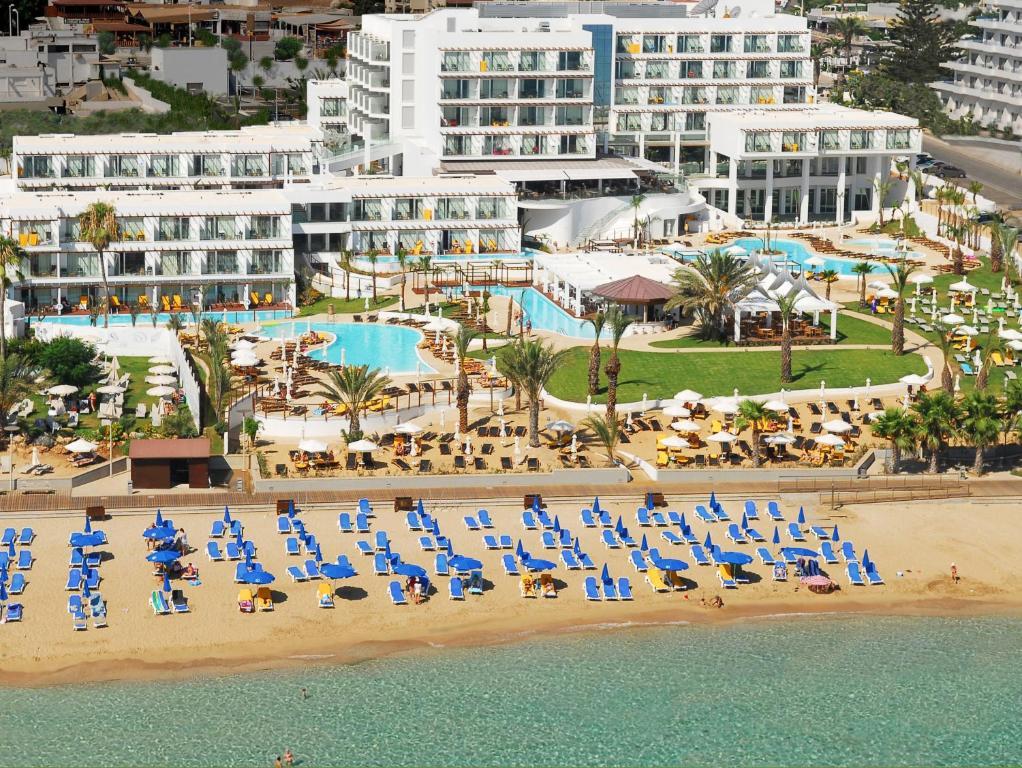 A bird's-eye view of Sunrise Pearl Hotel & Spa