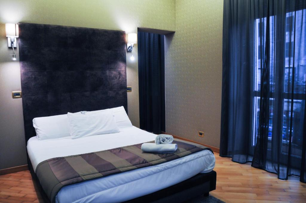A bed or beds in a room at Hotel Regina Margherita