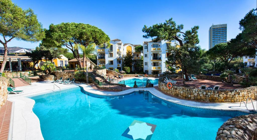 A view of the pool at Ona Alanda Club Marbella or nearby