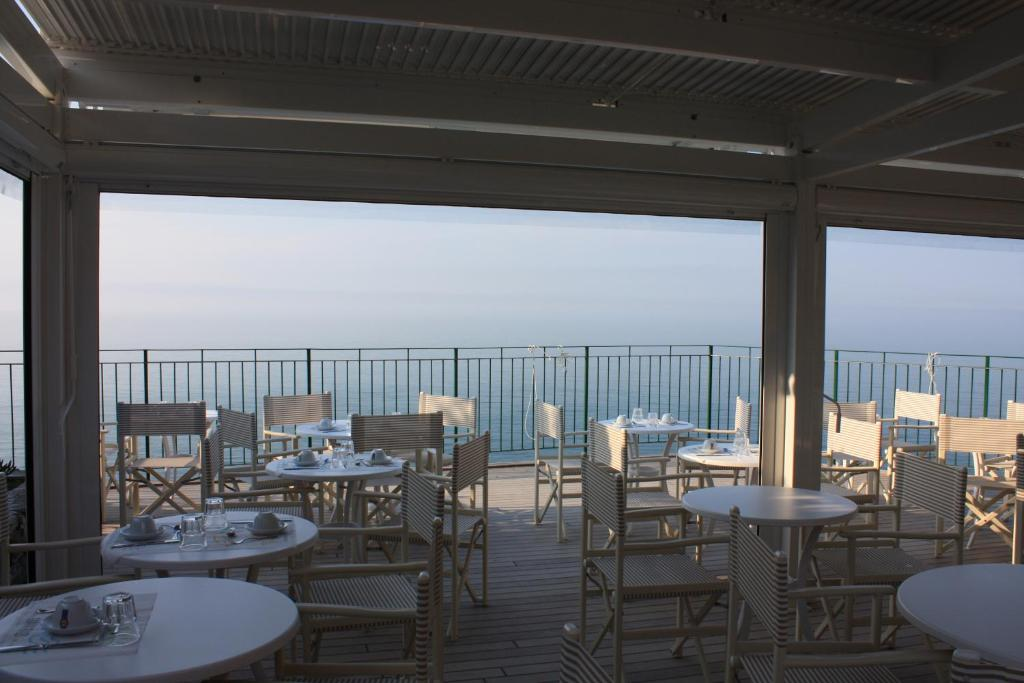 A restaurant or other place to eat at Hotel Gianni Franzi