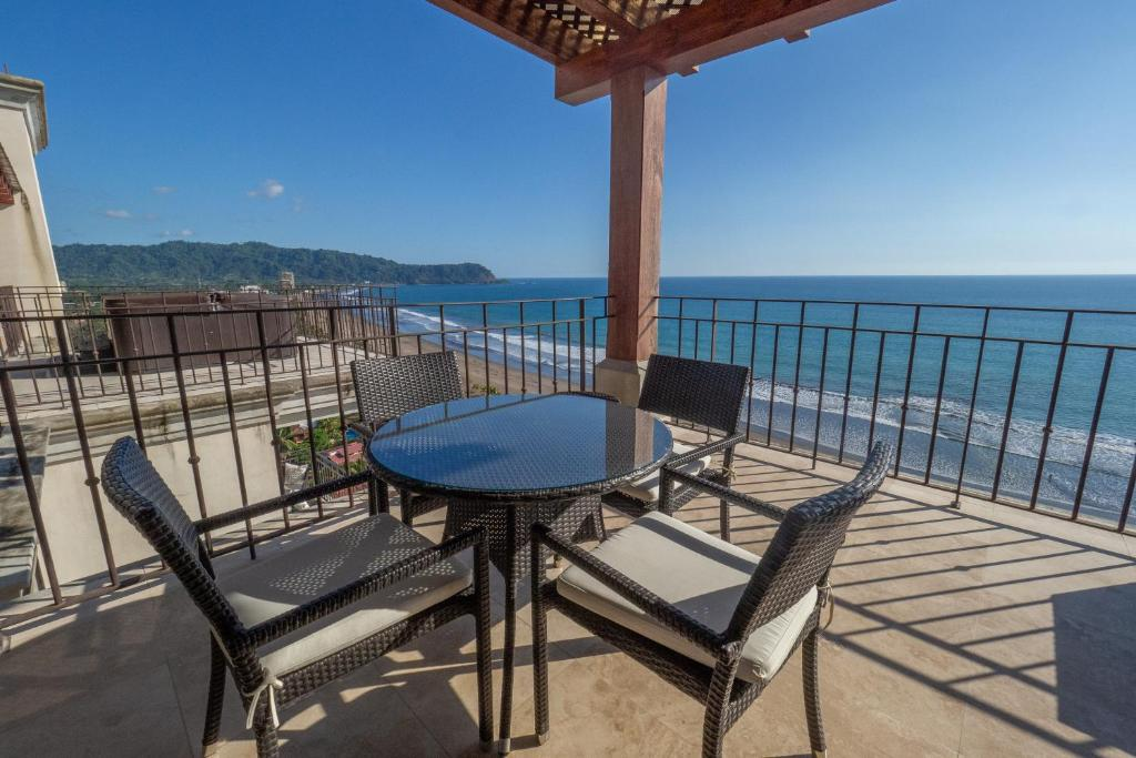 A balcony or terrace at Luxury Oceanfront Penthouse at Crocs