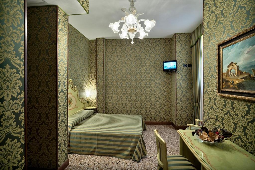 A seating area at Hotel Al Malcanton
