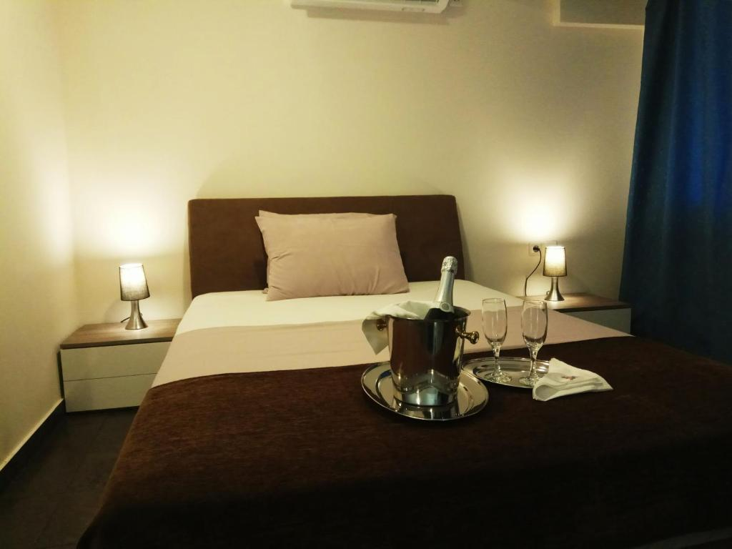 Athens-luxurious-suite 40