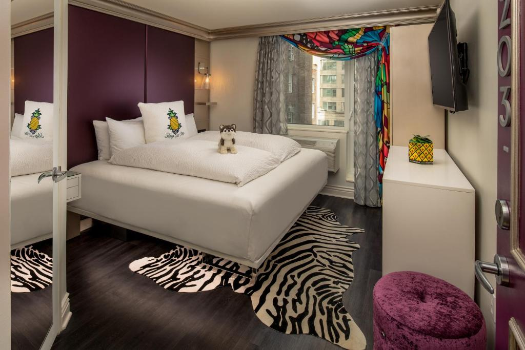 A bed or beds in a room at Staypineapple, an Artful Hotel, Midtown New York