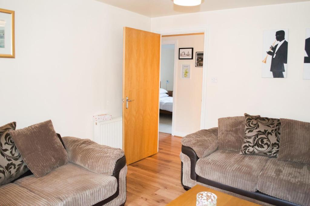 A seating area at Bright 2 Bedroom Flat with Patio