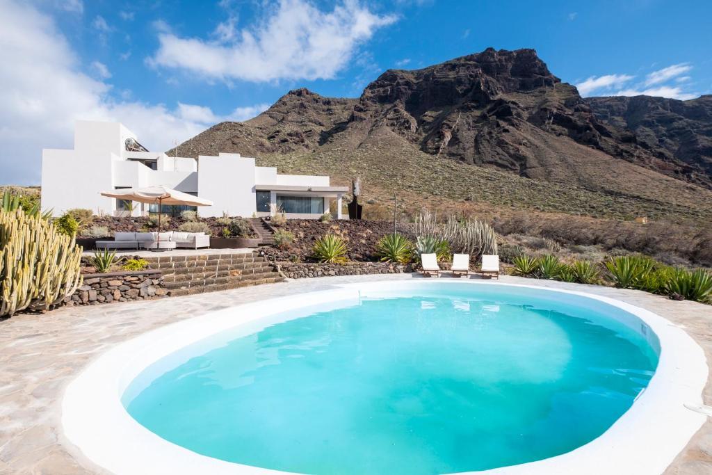 Piscina en o cerca de Villa Luxury Punta de Teno - Canary Good Vibes