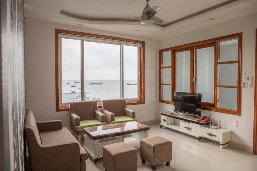 A seating area at Sao Mai Hotel & Apartment