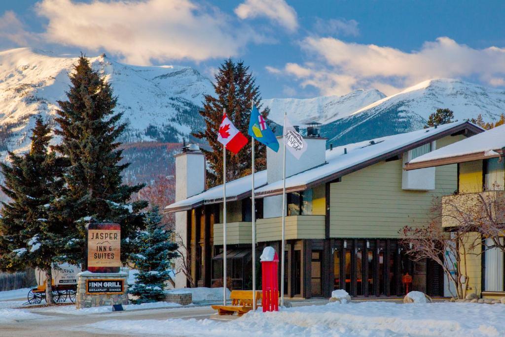 Jasper Inn & Suites during the winter
