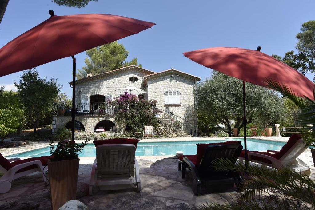 The swimming pool at or near Villa La Pastorale