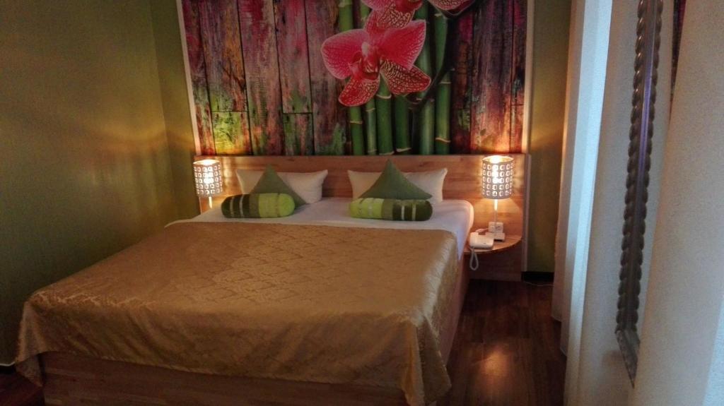Ein Bett oder Betten in einem Zimmer der Unterkunft Ahorn Hotel & Restaurant