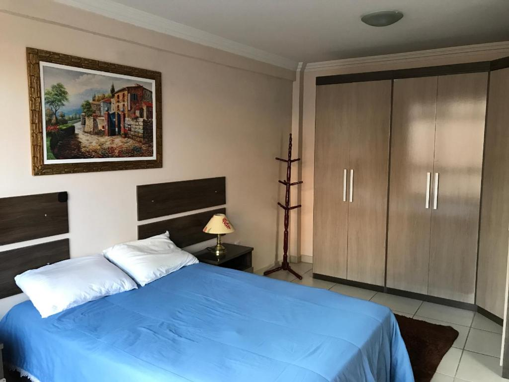 A bed or beds in a room at Apto mobilado no centro de Barbacena