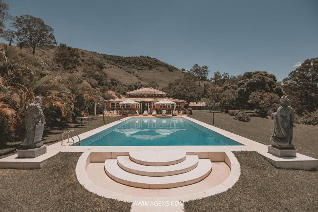 The swimming pool at or near Fazenda Maria Comprida