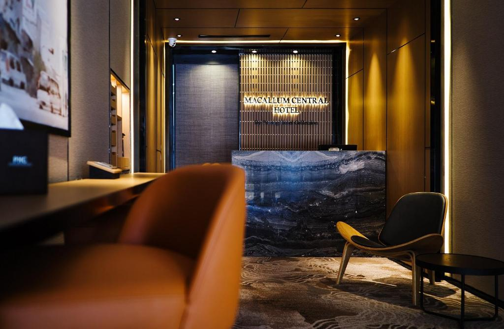 The lobby or reception area at Macallum Central Hotel by PHC