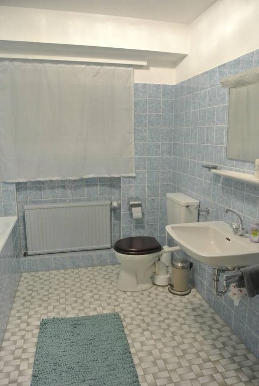Ruhiges Messe Apartment Mit Bad In 70er Jahre Villa Dusseldorf Germany Booking Com