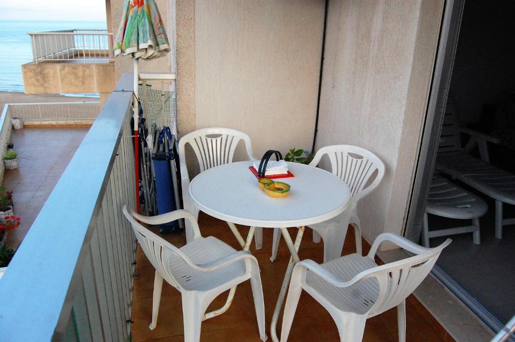 sillas balcon apartamento playa