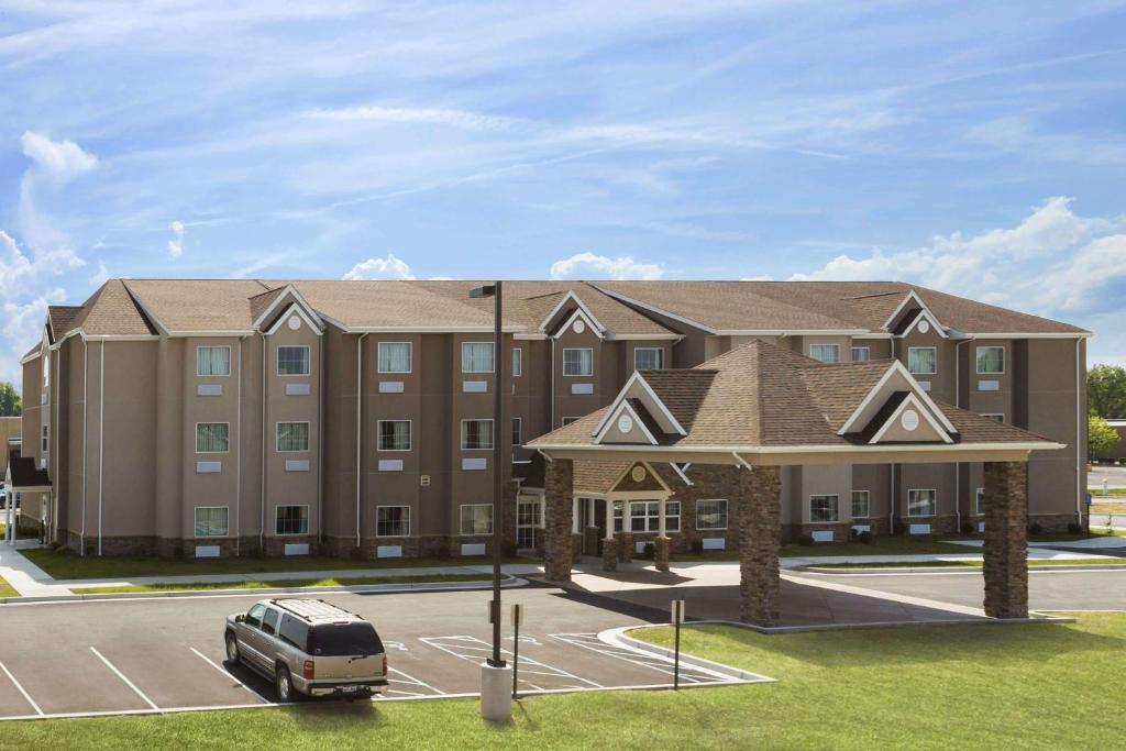 Microtel Inn & Suites Fairmont