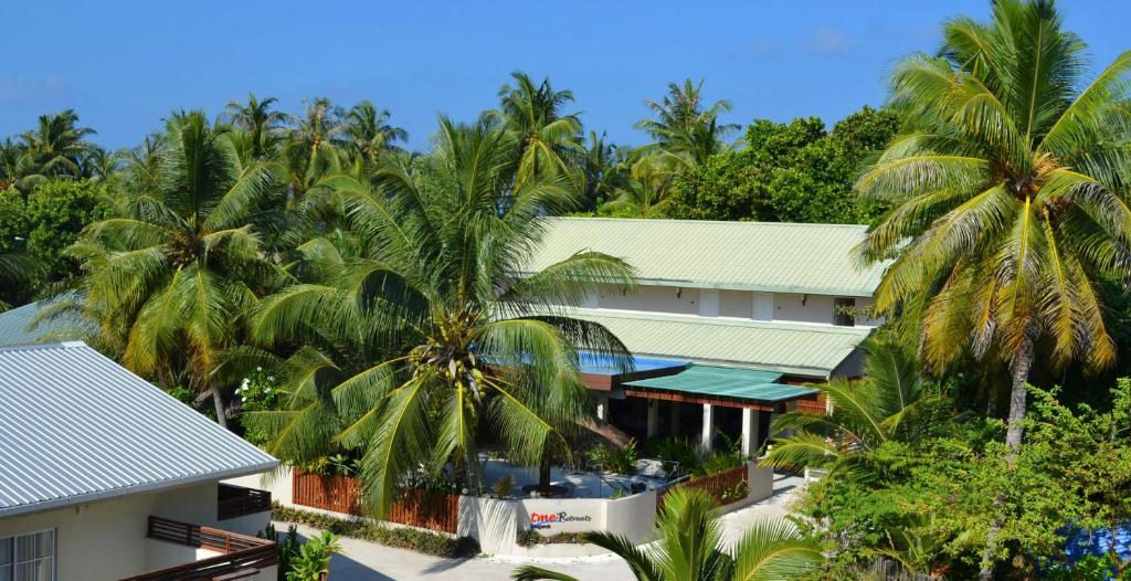 A view of the pool at TME Retreats Dhigurah or nearby