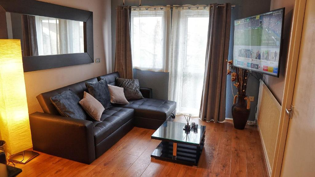 A seating area at North London Apartment - Edmonton