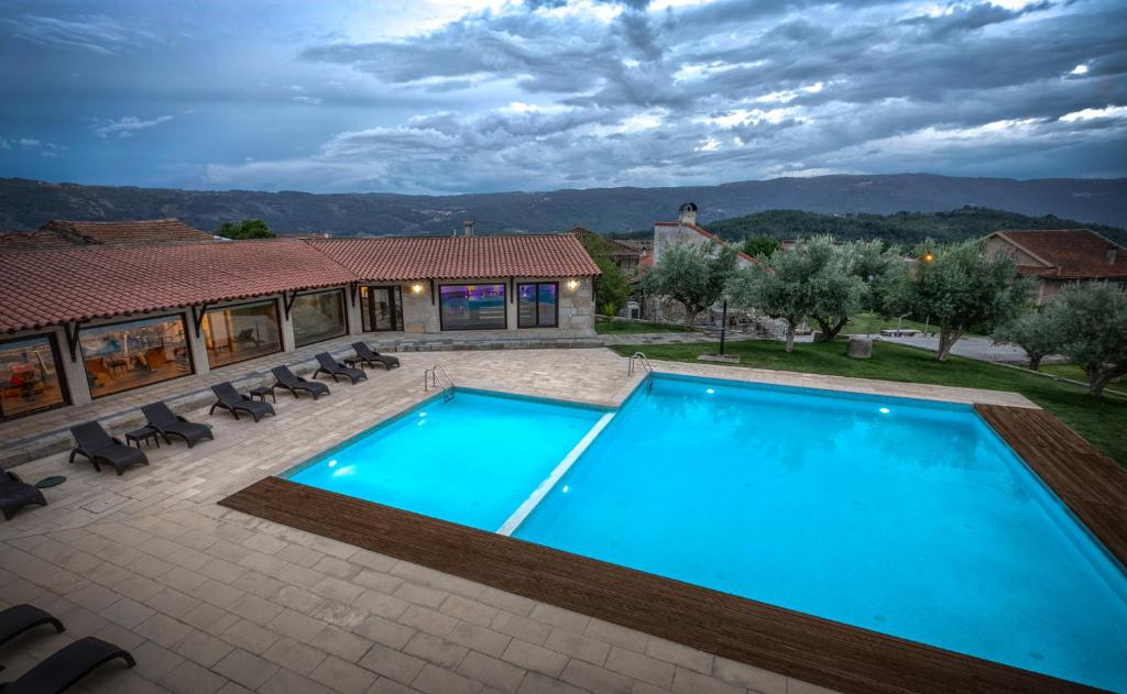 The swimming pool at or near Quinta do Olival
