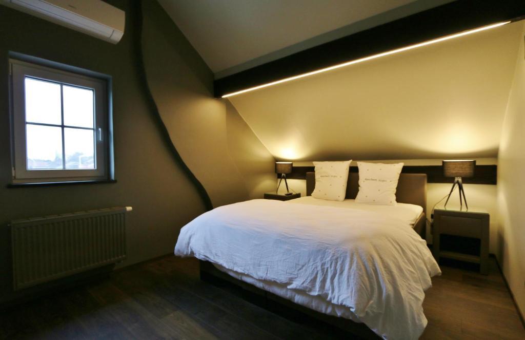 Een bed of bedden in een kamer bij AMADIS