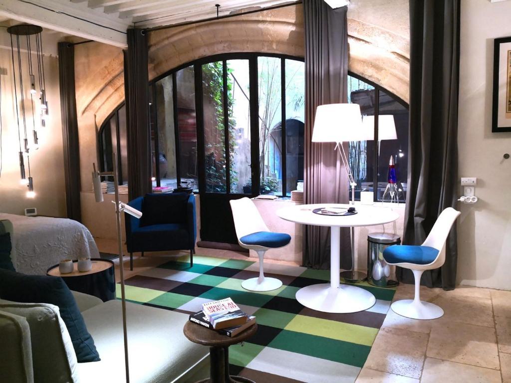The lounge or bar area at Le Studio de l'Atelier d'artiste