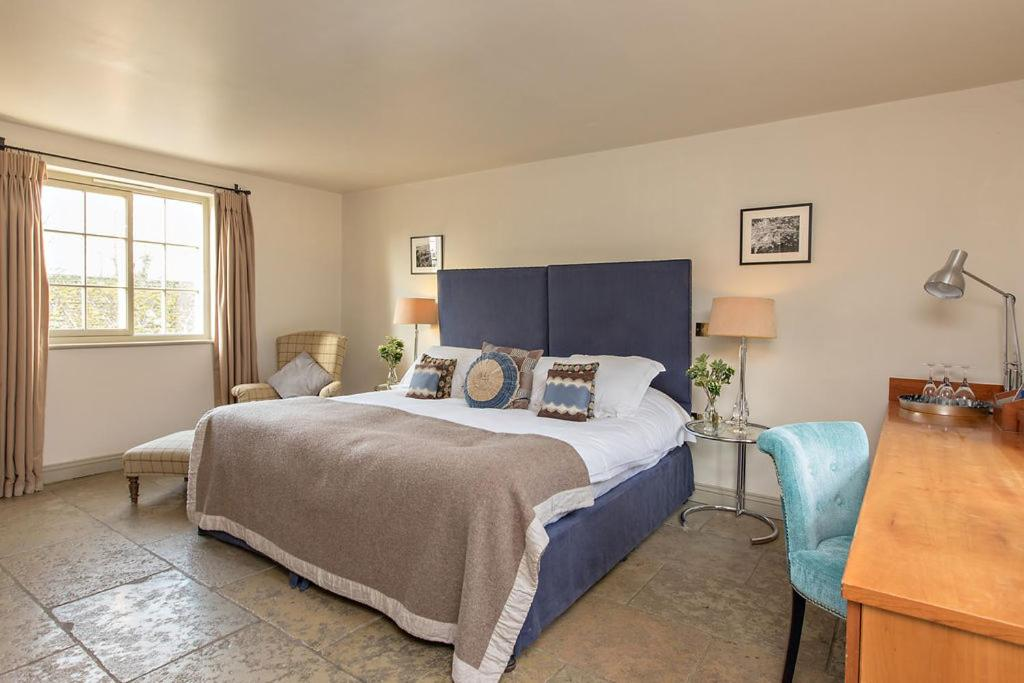 A bed or beds in a room at The White Swan Inn