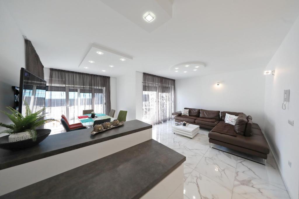 A seating area at Apartmani Bida