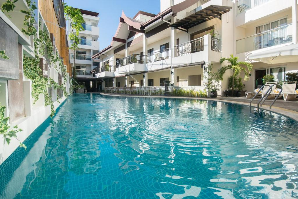 The swimming pool at or close to Boracay Haven Resort