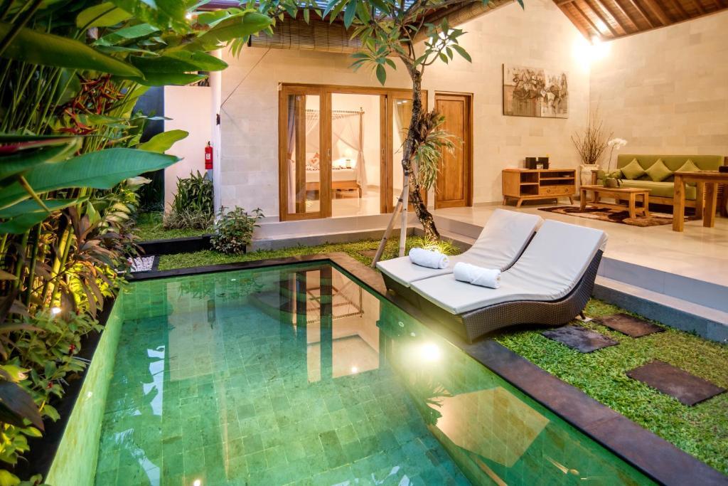 The swimming pool at or close to Sandi Agung Villa Bidadari
