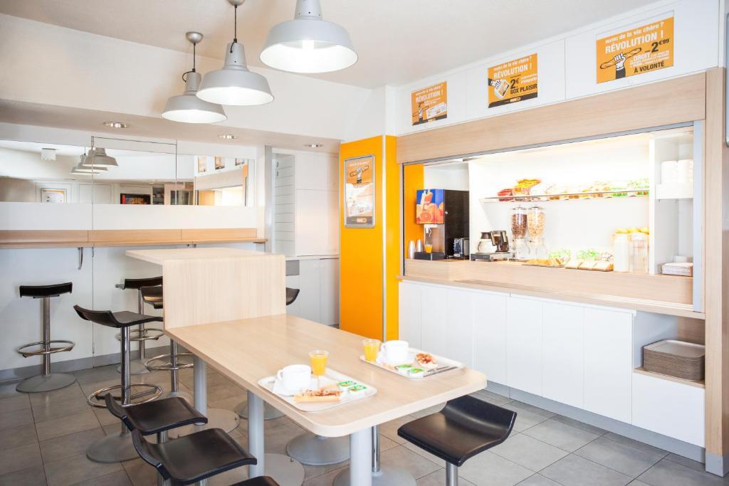 Restaurant ou autre lieu de restauration dans l'établissement hotelF1 Valenciennes Douchy les Mines