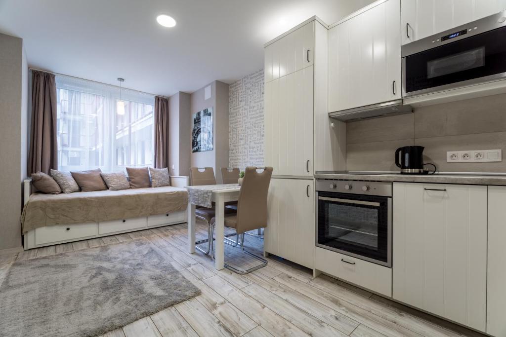A kitchen or kitchenette at Apartment Downtown Radnoti14