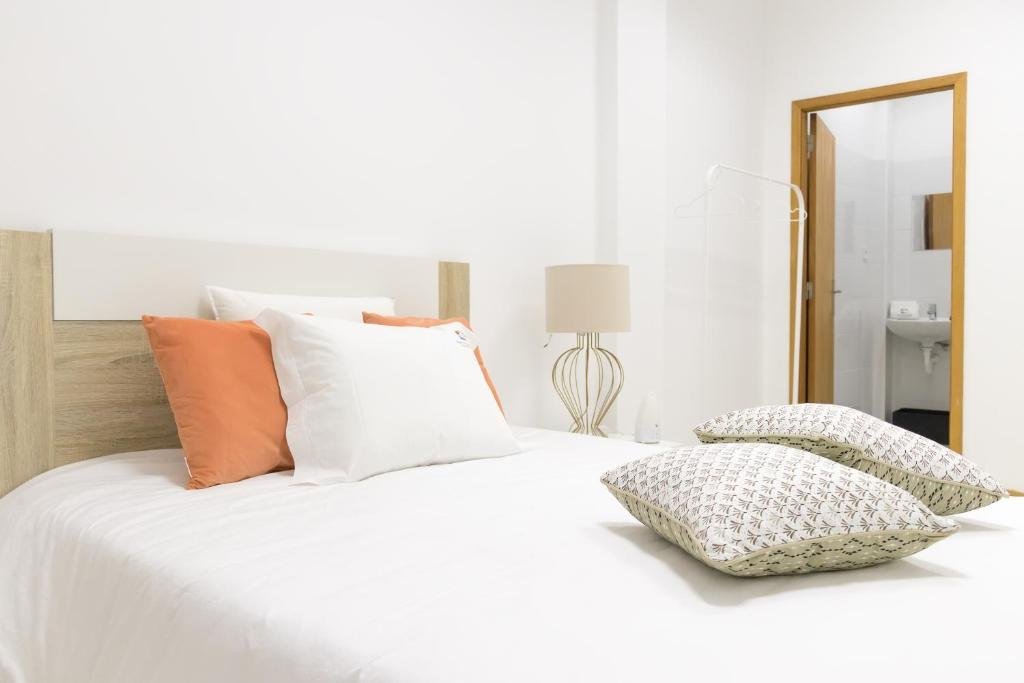 A bed or beds in a room at Aguçadoura Guest House