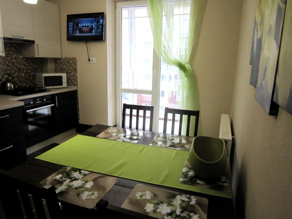Кухня или мини-кухня в 2-room apartment by the sea on Mosina 8