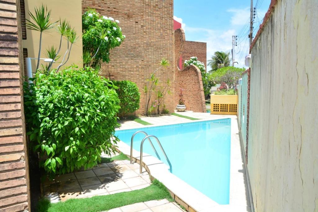 The swimming pool at or close to Casa de praia da maria Luiza