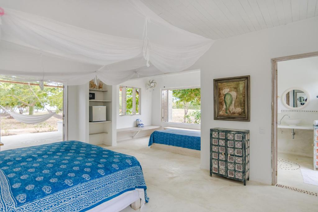 A bed or beds in a room at Hotel Playa Manglares Isla Baru