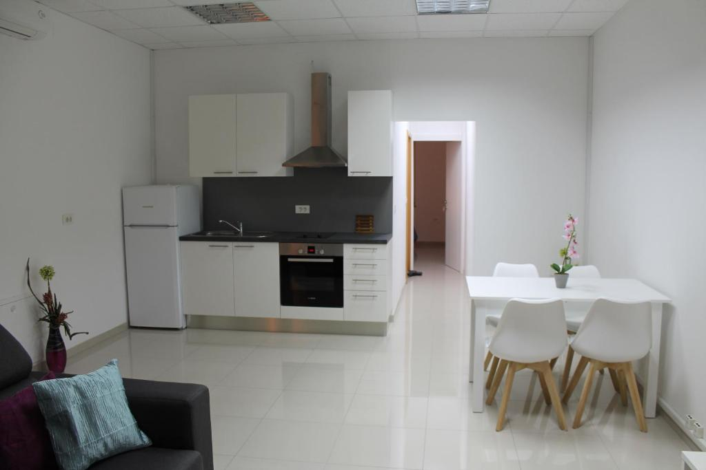 A kitchen or kitchenette at Apartments Dalmata