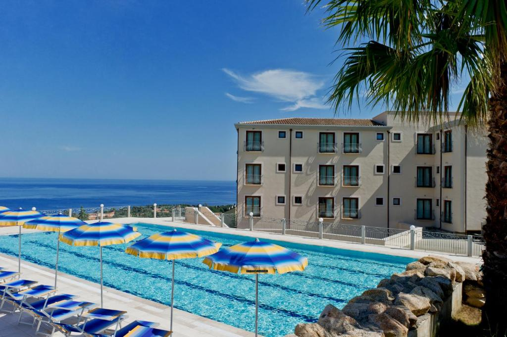 The swimming pool at or near Hotel Brancamaria con Minicrociera nel Golfo