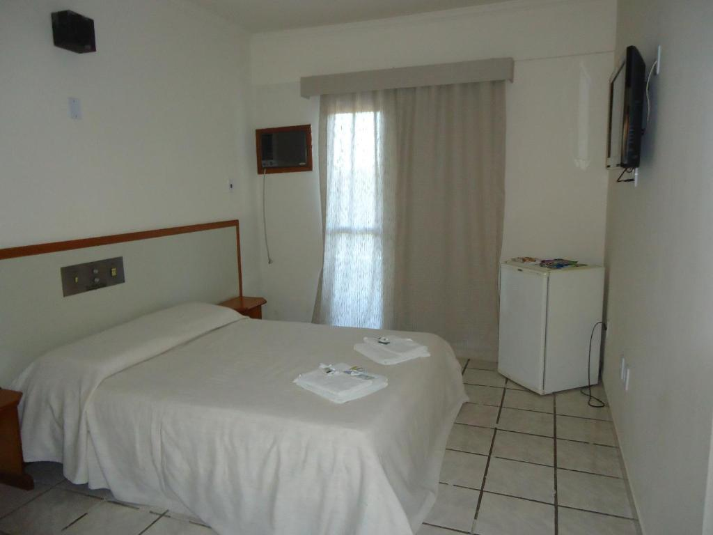 A bed or beds in a room at Hotel Rio Pomba Plaza