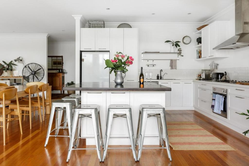 A kitchen or kitchenette at Beach House Avalon