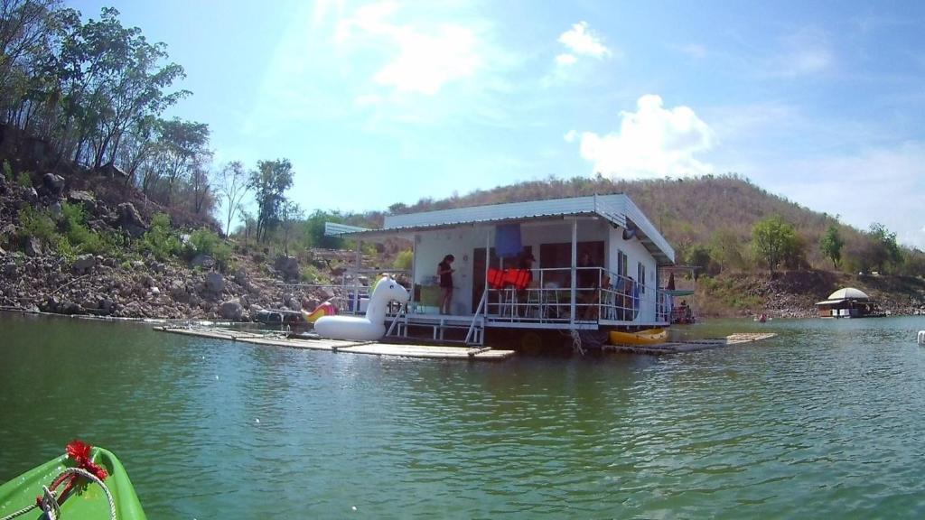 Phu Pan Floatel