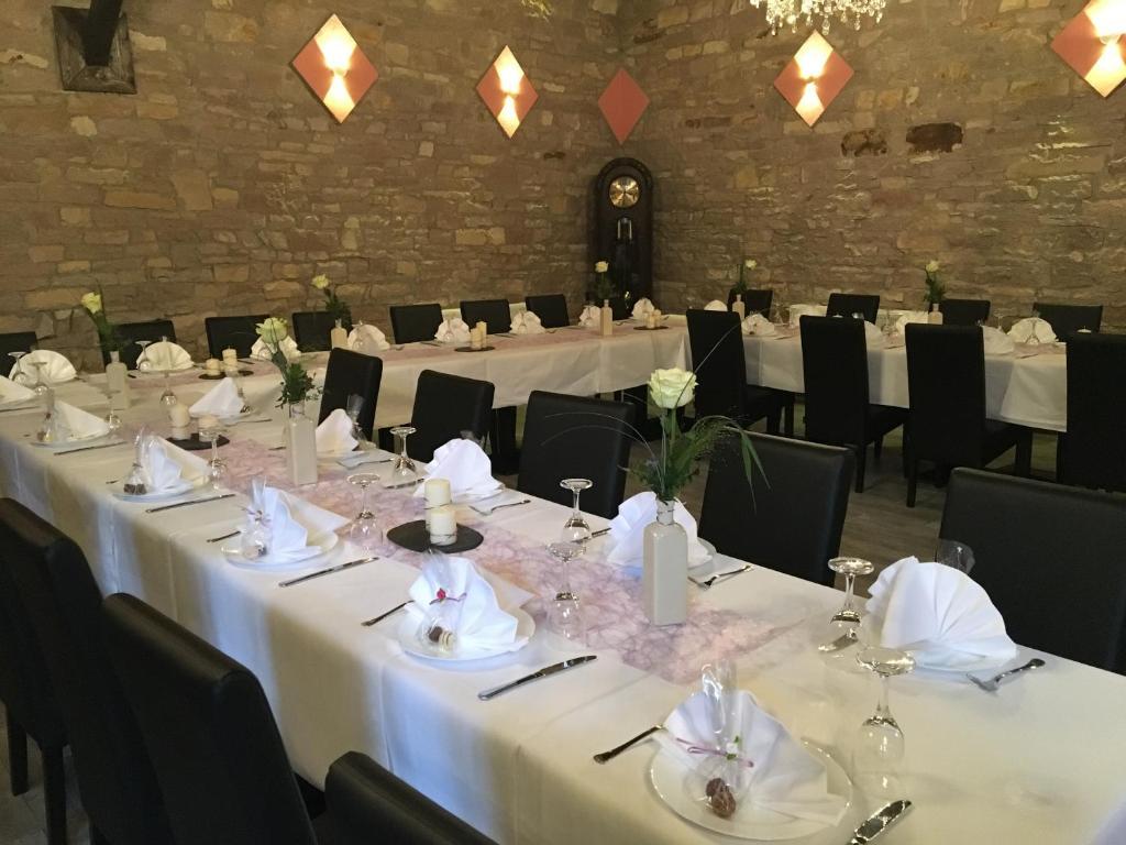 Ein Restaurant oder anderes Speiselokal in der Unterkunft Gasthaus da Enzo